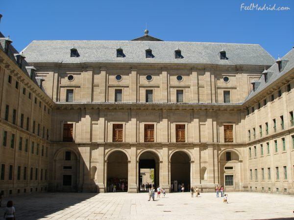 Monasterio de el escorial. vista del patio de los reyes