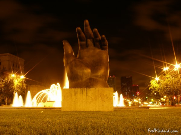La Mano (The Hand), sculpture by Fernando Botero