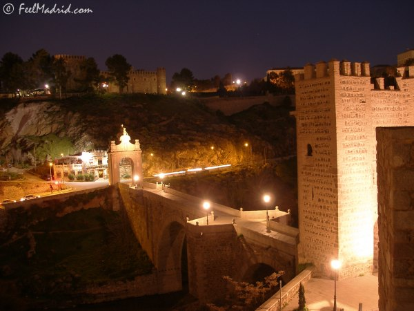 The Bridge of Alcántara at night